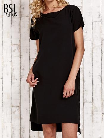 Czarna sukienka z dłuższym tyłem                                  zdj.                                  1