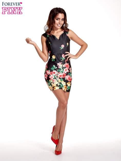 Czarna sukienka z kwiatowym nadrukiem                                  zdj.                                  4