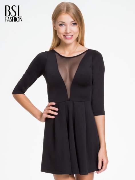 Czarna sukienka z tiulowym głębokim dekoltem                                  zdj.                                  1