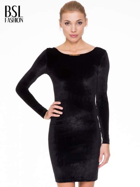 Czarna sukienka z welwetu z dekoltem open back