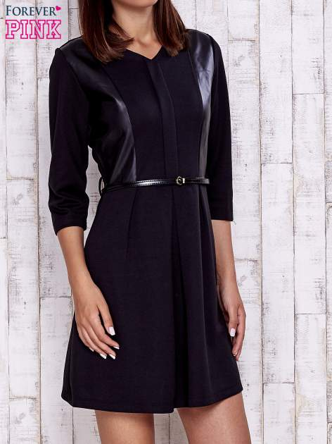 Czarna sukienka ze skórzanymi wstawkami                                  zdj.                                  1