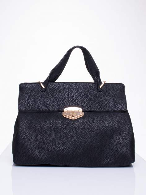 Czarna torba do ręki z klamerką