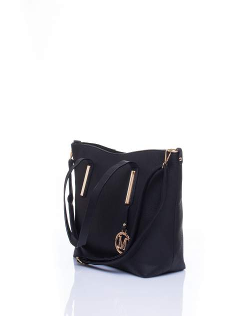 Czarna torba na ramię ze złotym emblematem                                  zdj.                                  4