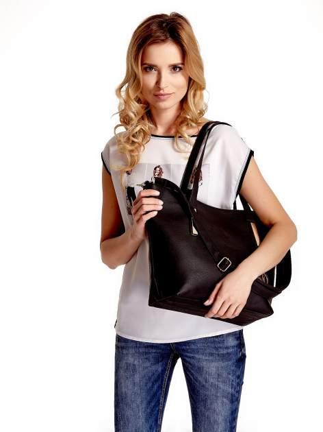 Czarna torba na ramię ze złotym emblematem                                  zdj.                                  6