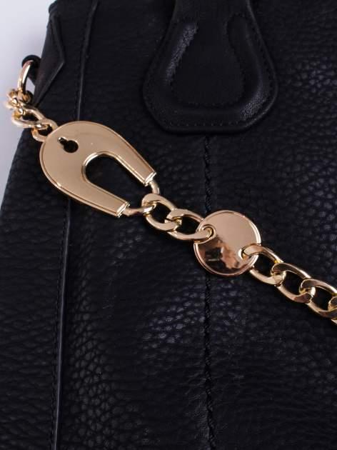 Czarna torba z łańcuszkowym odpinanym paskiem                                  zdj.                                  5