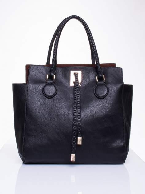 Czarna torba z ozdobnymi skórzanymi troczkami