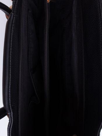 Czarna torba z ozdobnymi suwakami na dole                                  zdj.                                  4