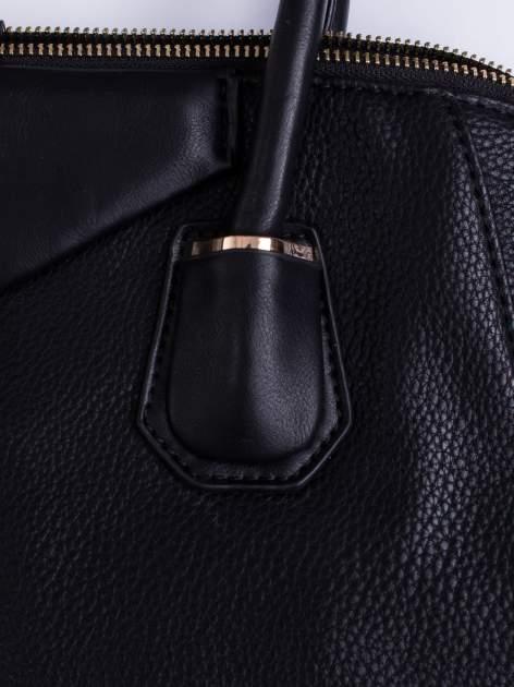Czarna torba zapinana na złoty suwak                                  zdj.                                  5