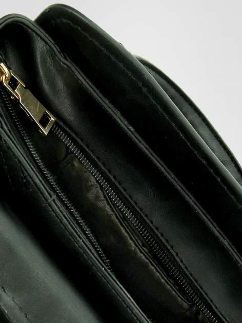 Czarna torebka kuferek z odpinanym paskiem                                  zdj.                                  6