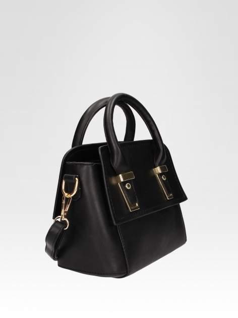 Czarna torebka kuferek z odpinanym paskiem                                  zdj.                                  2