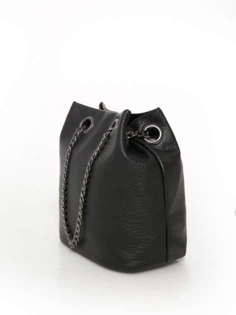 Czarna torebka typu worek na łańcuszku                                  zdj.                                  2