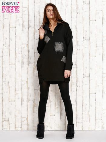 Czarna tunika z aplikacją ze sztrasów                                   zdj.                                  2