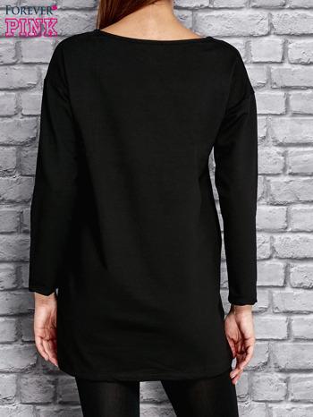 Czarna tunika ze srebrnym nadrukiem                                  zdj.                                  2