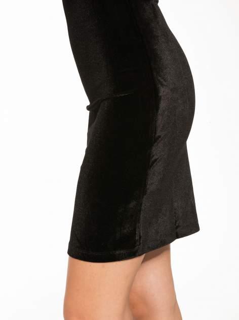 Czarna welurowa sukienka z głębokim tiulowym dekoltem                                  zdj.                                  7