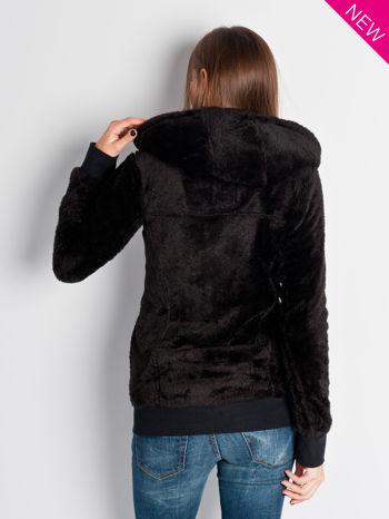 Czarna włochata bluza z kapturem i suwakami                                  zdj.                                  7