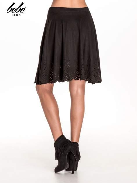 Czarna zamszowa spódnica w stylu boho                                  zdj.                                  4