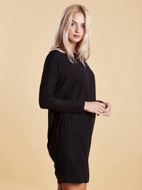 Czarna zamszowa sukienka z luźnymi rękawami                                  zdj.                                  6