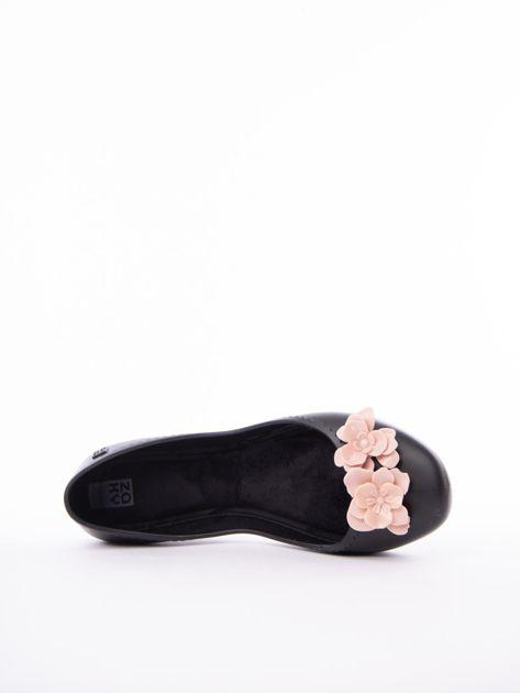 Czarne baleriny ZAXY z kwiatkami na przodzie cholewki                               zdj.                              5