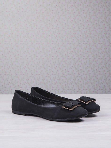 Czarne baleriny faux leather z metalową kokardką                                  zdj.                                  3