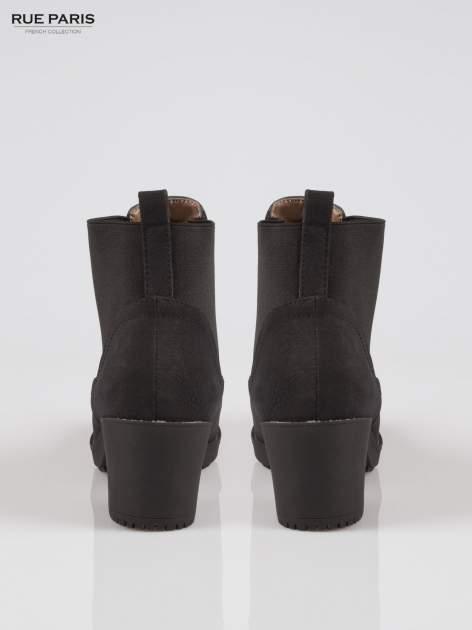 Czarne botki na grubym obcasie z elastyczną wstawką                                  zdj.                                  3