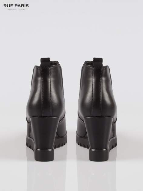 Czarne botki na koturnie z elastyczną wstawką                                  zdj.                                  3