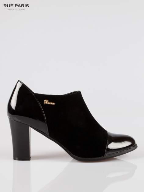 Czarne botki na słupku z lakierowanym czubkiem i zapiętkiem