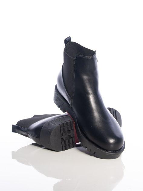 Czarne botki z elastyczna cholewką z ecoskóry                              zdj.                              4