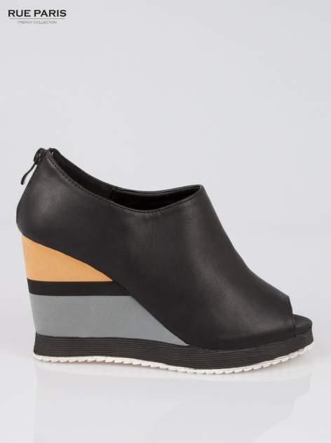 Czarne buty open toe na koturnie w paski                                  zdj.                                  1
