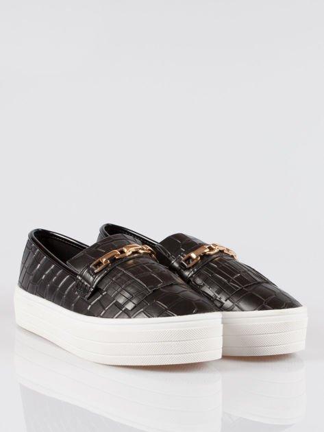 Czarne buty slip on Judith crocodile skin ze złotym łańcuchem                                  zdj.                                  2