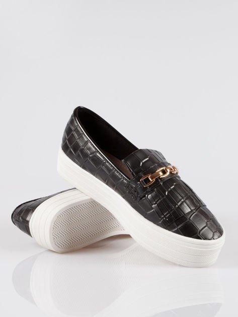 Czarne buty slip on Judith crocodile skin ze złotym łańcuchem                                  zdj.                                  4