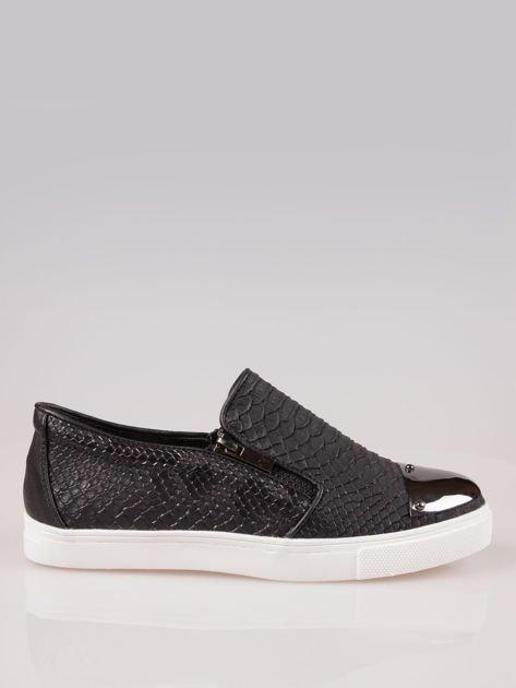 Czarne buty slip on Mia z efektem skóry krokodyla i srebrnym czubkiem                                  zdj.                                  1