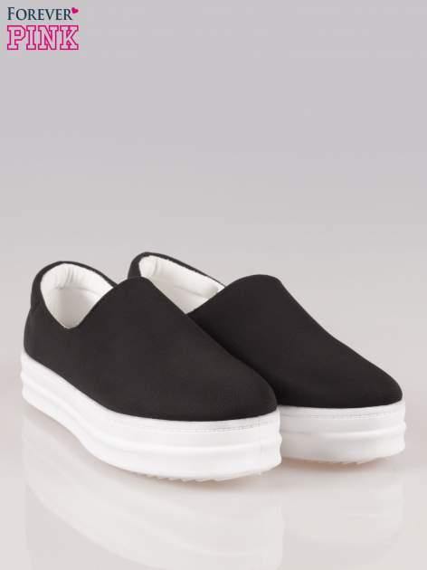 Czarne buty slip on na wysokiej podeszwie                                  zdj.                                  2
