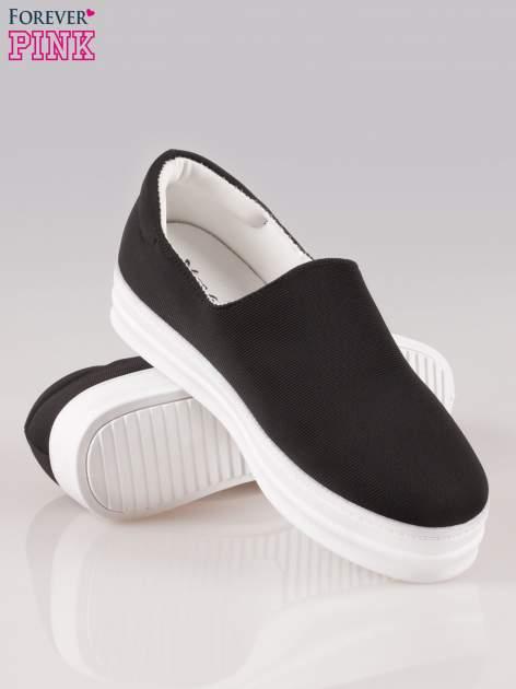 Czarne buty slip on na wysokiej podeszwie                                  zdj.                                  4