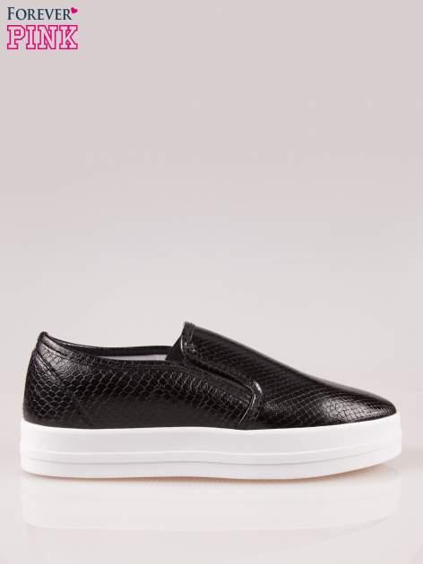 Czarne buty slip on z efektem skóry krokodyla na grubej podeszwie                                  zdj.                                  1
