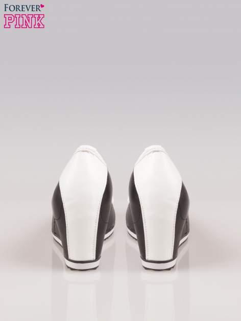Czarne casualowe koturny faux leather Whimsy z białą lamówką                                  zdj.                                  3