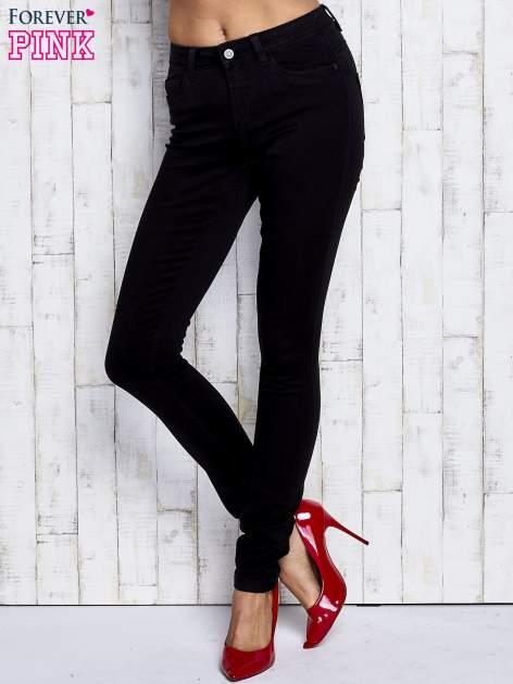 Czarne dopasowane spodnie jeansowe