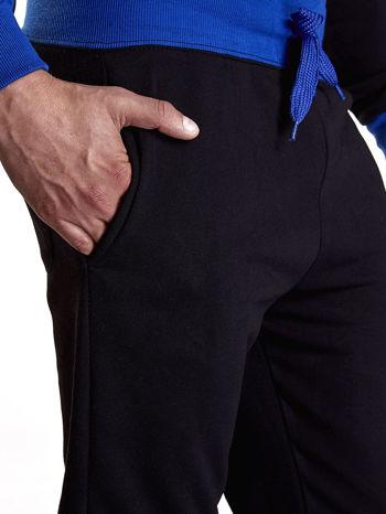 Czarne dresowe spodnie męskie z napisem CALIFORNIA i naszywką                                  zdj.                                  5
