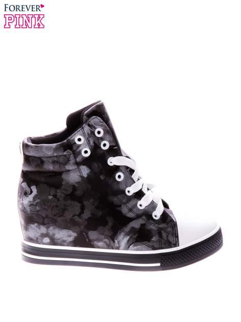 Czarne kwiatowe sneakersy                                  zdj.                                  1