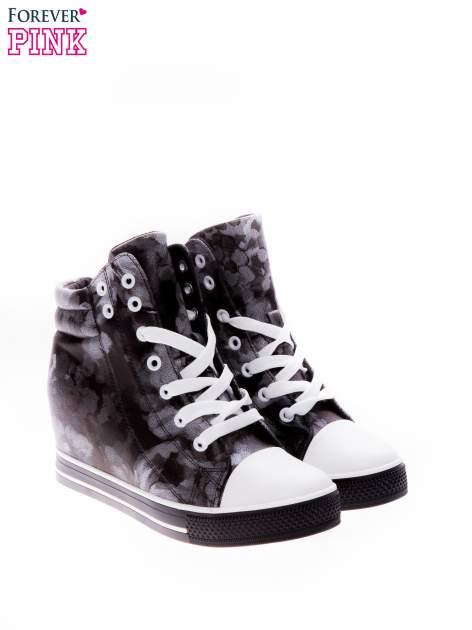 Czarne kwiatowe sneakersy                                  zdj.                                  2