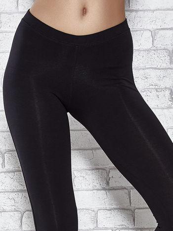 Czarne legginsy sportowe z aplikacją z dżetów na nogawkach                                  zdj.                                  4