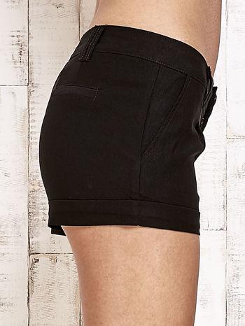 Czarne materiałowe szorty z podwijaną nogawką                                  zdj.                                  7