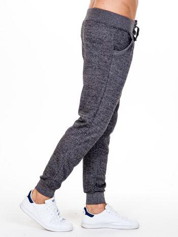 Czarne melanżowe spodnie męskie z kieszeniami i aplikacją                                  zdj.                                  3