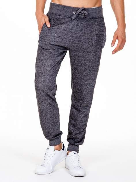 Czarne melanżowe spodnie męskie z kieszeniami na suwak                                  zdj.                                  1