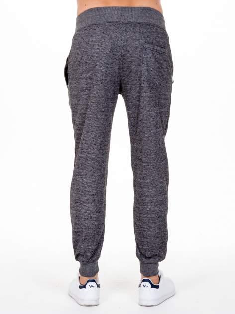 Czarne melanżowe spodnie męskie z kieszeniami na suwak                                  zdj.                                  5