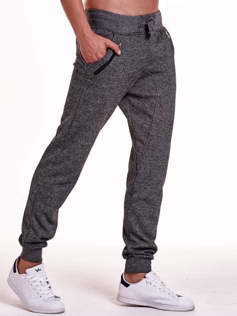 Czarne melanżowe spodnie męskie z zasuwanymi kieszeniami                                  zdj.                                  4