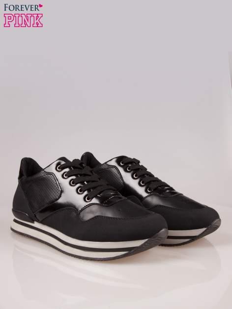 Czarne miejskie buty sportowe na warstwowej podeszwie                                  zdj.                                  2