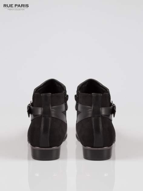 Czarne płaskie botki z klamerką wykonane z łączonych materiałów                                  zdj.                                  3