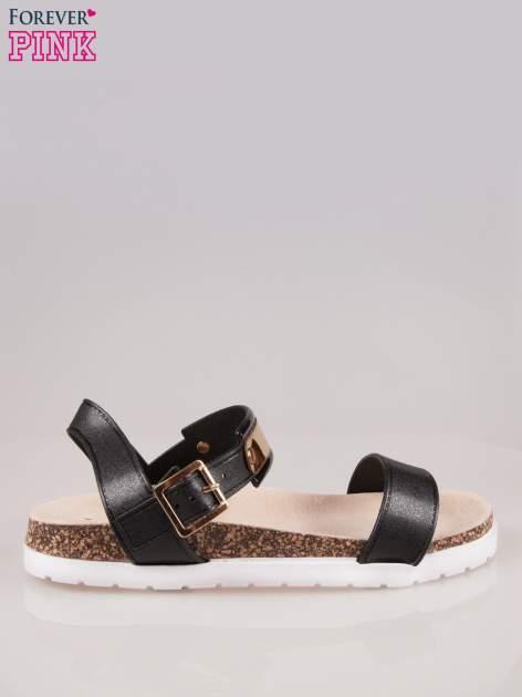 Czarne płaskie sandały z blaszką na korkowej podeszwie