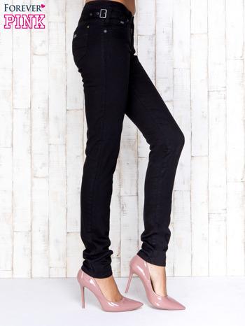 Czarne przecierane spodnie jeansowe regular jeans                                  zdj.                                  2