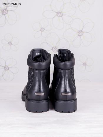 Czarne skórzane botki Amelia z ozdobnymi błyszczącymi kamyczkami i zamszową wstawką                                  zdj.                                  5